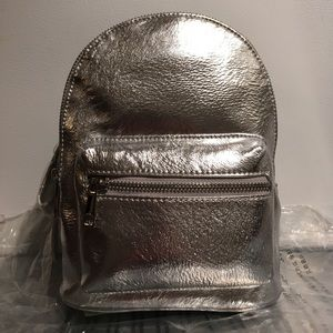 ✨NEW✨FOREVER21 MINI BACKPACK SILVER